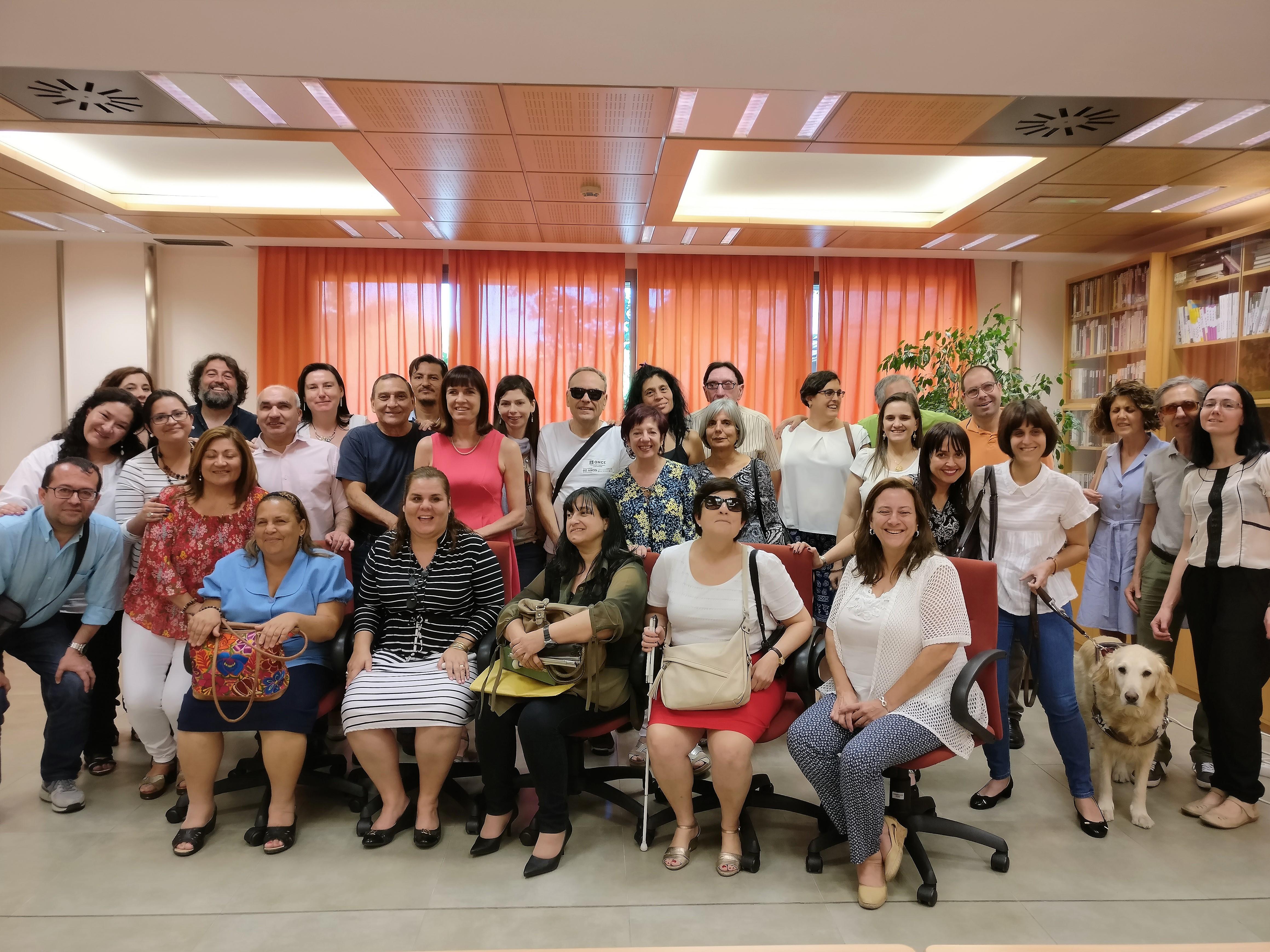 Foto de familia de los voluntarios y los coordinadores ÁGORA