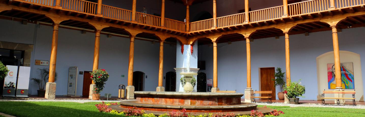 Imagen del patio del Centro de Formación de La Antigua (Guatemala)