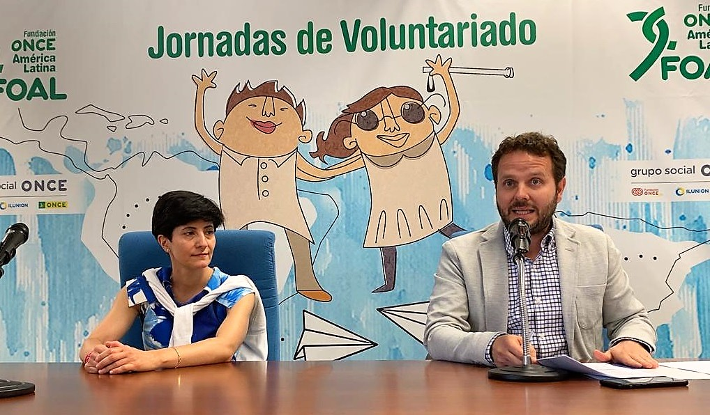 La directora de FOAL, Estefanía Mirpuri, y el director de RRII del Grupo Social ONCE, Javier Güemes, duarnte las Jornadas