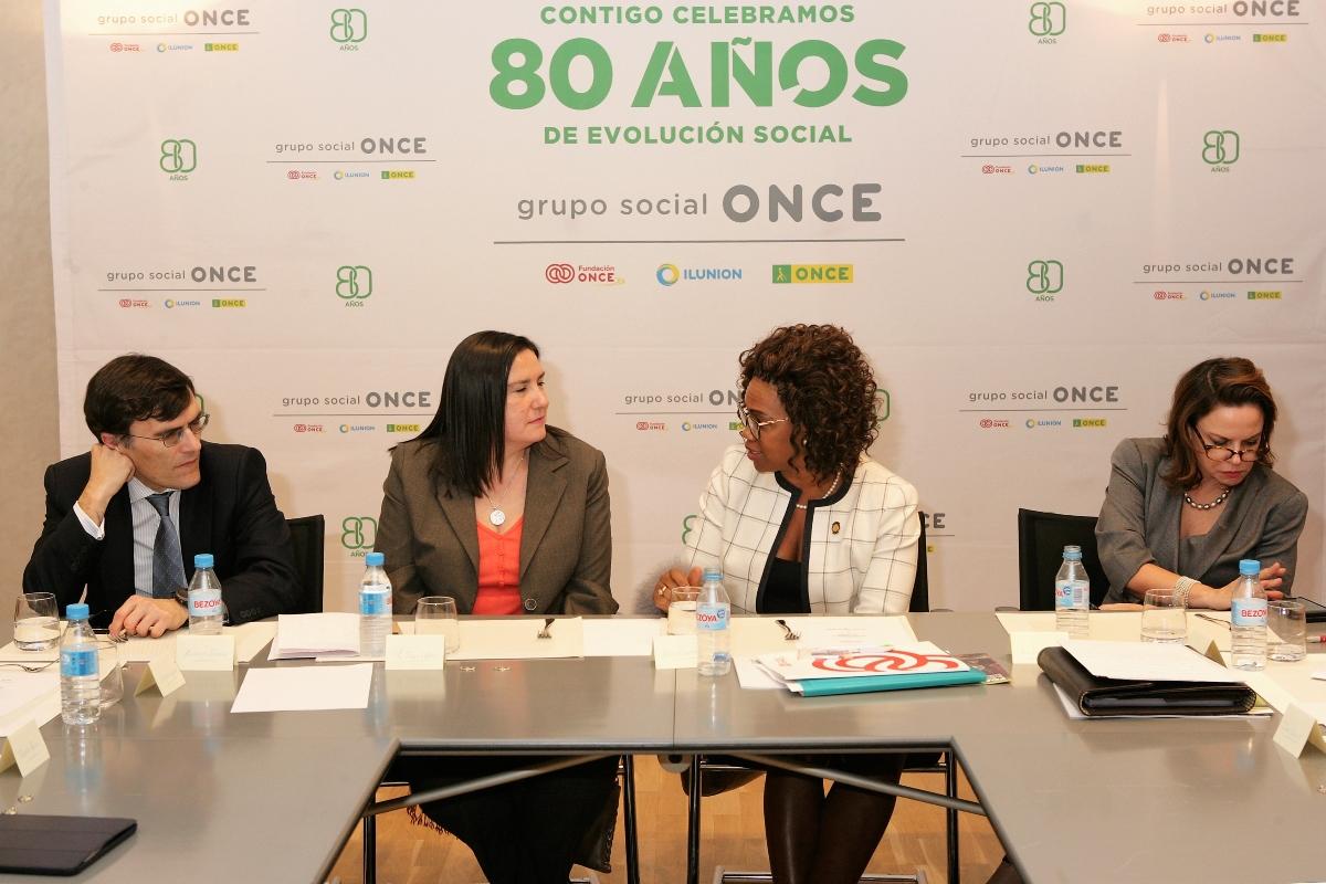 La vicepresidenta de Costa Rica, junto a la delegación del Grupo Social ONCE