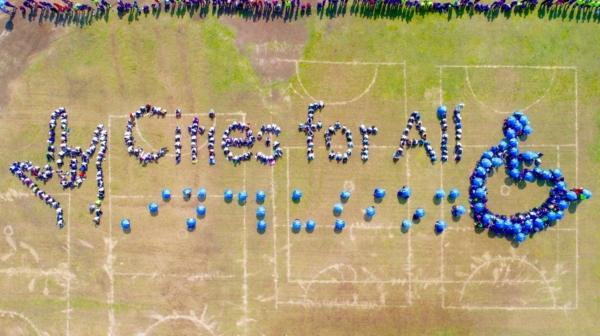 Imagen de la campaña 'Cities for All', que incluye traducción al braille