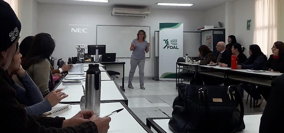 La especialista de la ONCE imparte la formación a formadores del SNPP