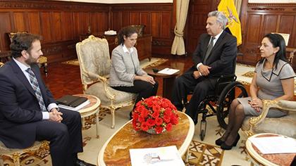 Imagen del encuentro de la comitiva del Grupo Social ONCE con el Presidente ecuatoriano