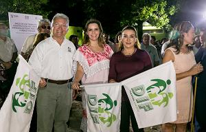 Representantes de organizaciones en el  banderazo de inicio de los trabajos de construcción del Centro (Fuente web: larevista.com.mx)