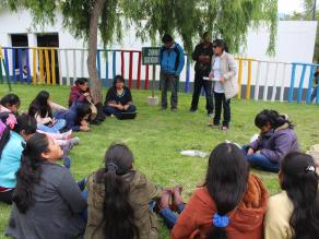Imagen de un taller de mujeres con discapacidad visual celebrado en Cuzco (Perú)