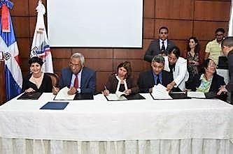 Imagen de la firma del acuerdo por el empleo inclusivo