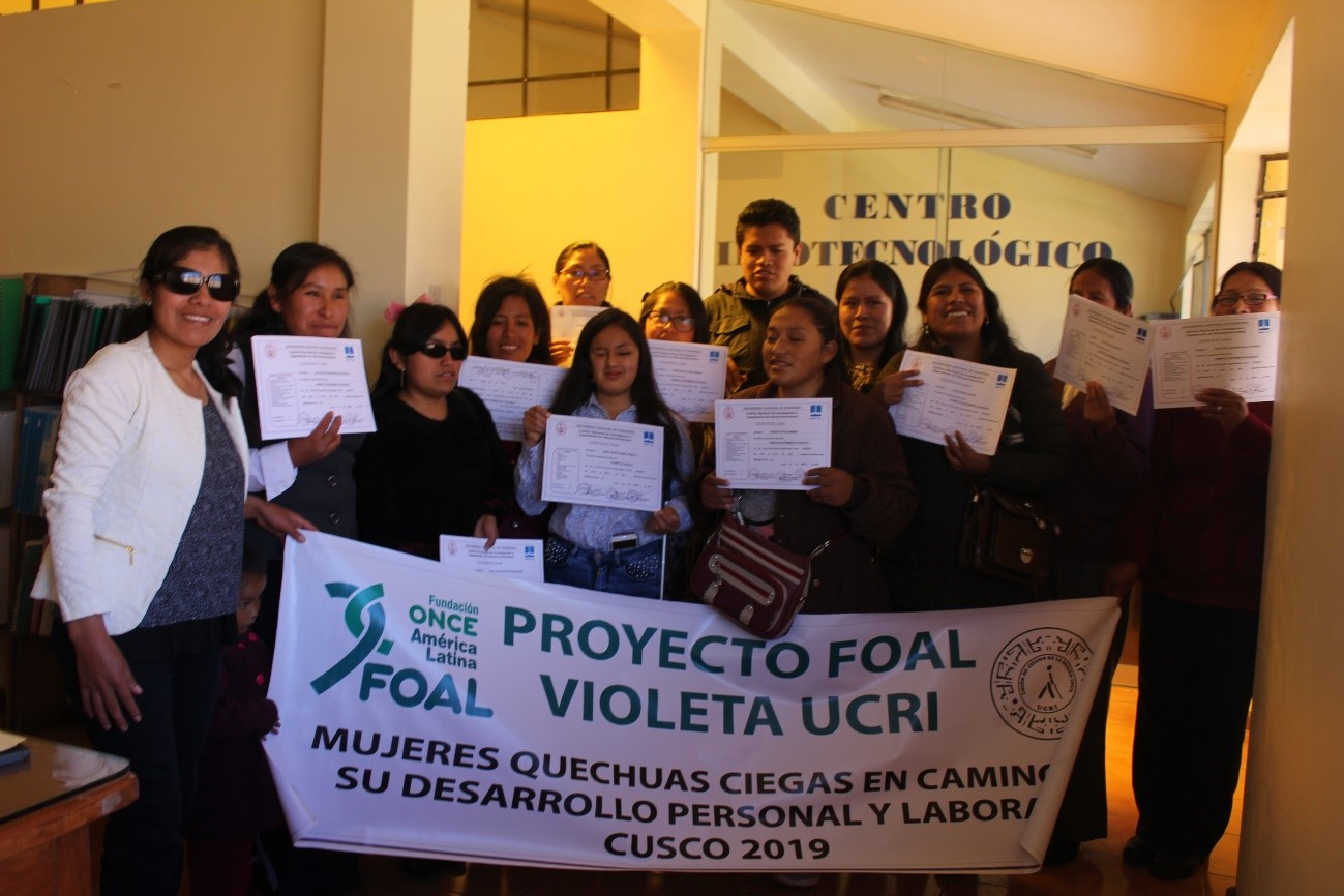 Imagen de las participantes en el proyecto FOAL Violeta en Cuzco (Perú)