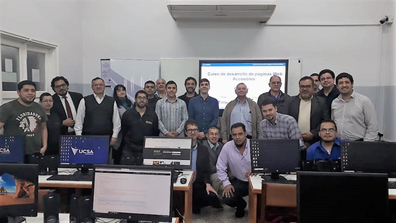 Foto grupal de la formación en la Universidad del Cono Sur de las Américas